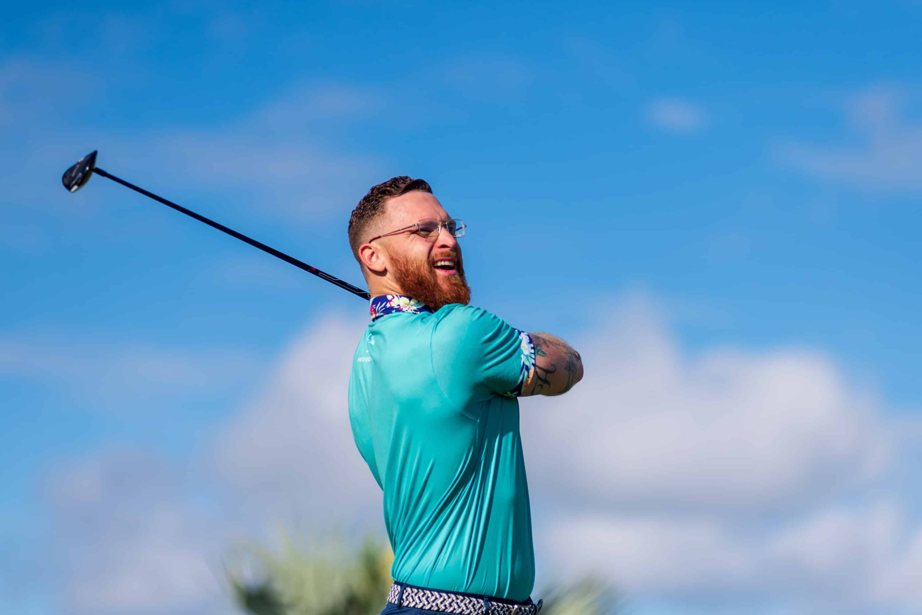 photo of a man playing olf to illustrate mind management for golfers