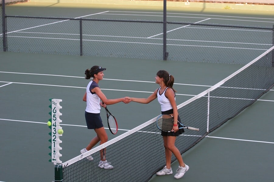 tennis players showing good sportsmanship by shaking hands